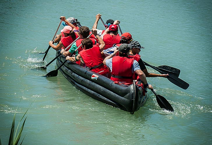 Team building Lake Adventure pirogue géante